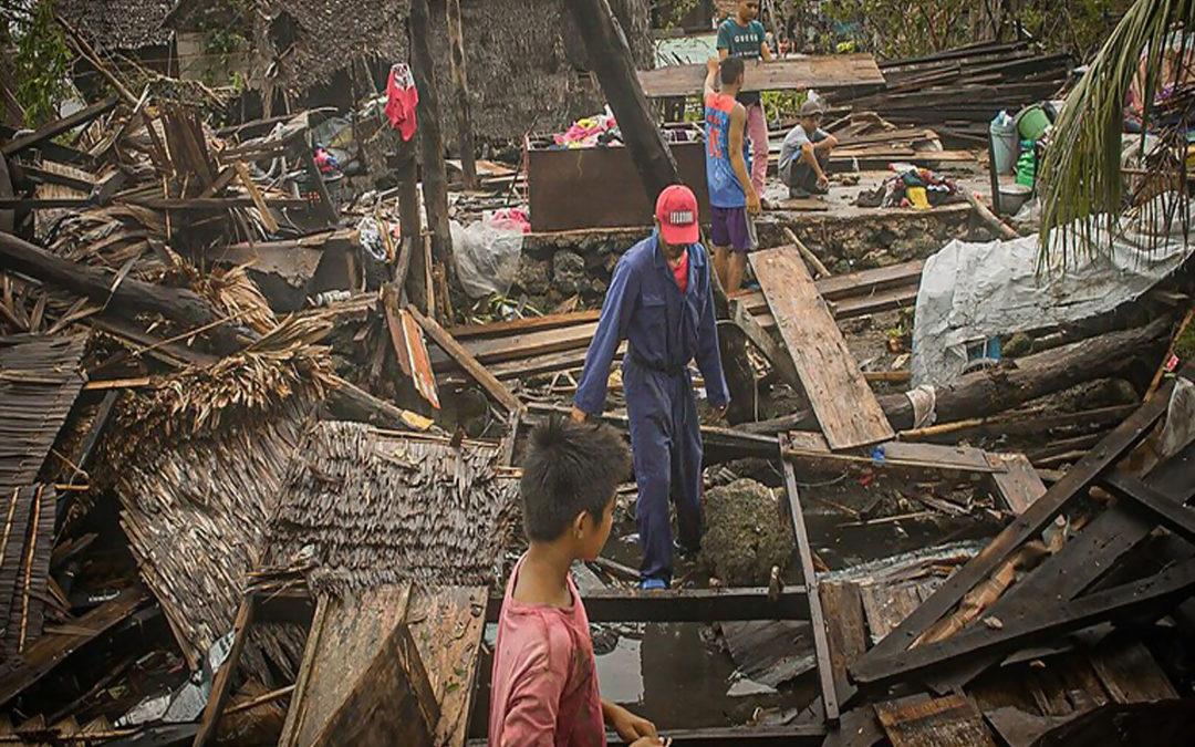 إعصار قوي يجبر 140 ألف شخص على مغادرة منازلهم في الفيلبين