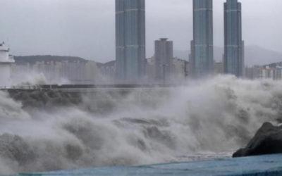 """بعد تراجعه إلى عاصفة.. الإعصار """"سالي"""" يسقط أمطارا غزيرة على جنوب شرق أمريكا"""