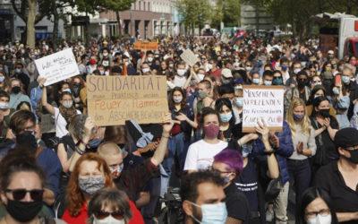 ألمانيا.. آلاف المتظاهرين يطالبون الحكومة باستقبال مزيد من اللاجئين المشردين في اليونان