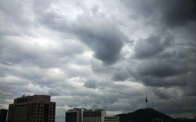 الطقس متقلب وماطر يستمر حتى صباح يوم غد الجمعة
