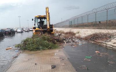 وزارة الاشغال باشرت بتنظيف مجاري الطرقات الدولية