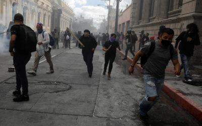 استمرار التظاهرات المطالبة بتنحي الرئيس في غواتيمالا