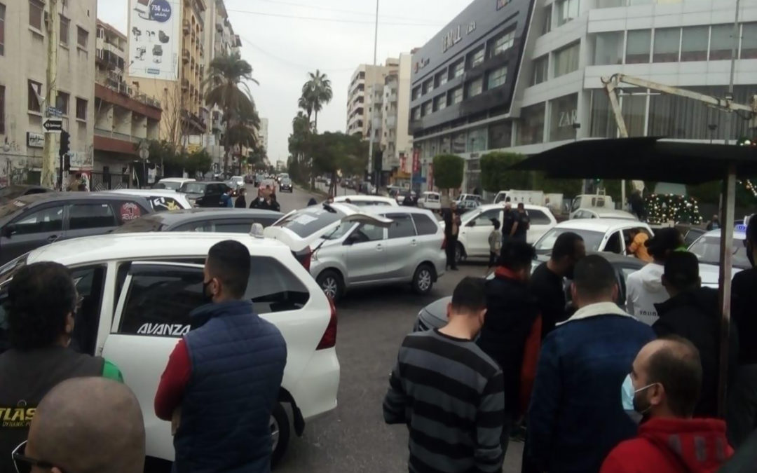 النشرة: سائقو السيارات العمومية نظموا وقفة احتجاجية عند تقاطع ايليا
