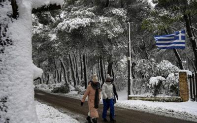 الثلوج تغطي العاصمة اليونانية أثينا