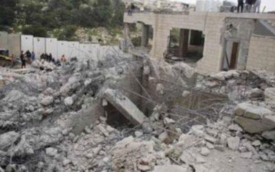 قوات الاحتلال الاسرائيلي اقتحمت حي البستان بالقدس وباشرت بهدم منازل لفلسطينيين