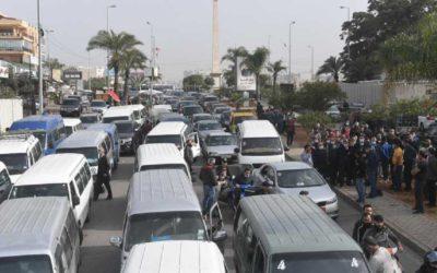 اتحاد نقابات السائقين قطع اوتوستراد الدورة فياض: بداية لاعتصام شامل