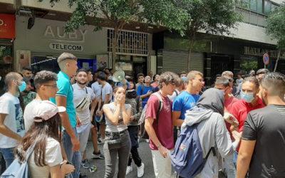 طلاب قطعوا الطريق أمام منزل وزير التربية اعتراضا على اجراء الامتحانات الرسمية للثانوية العامة